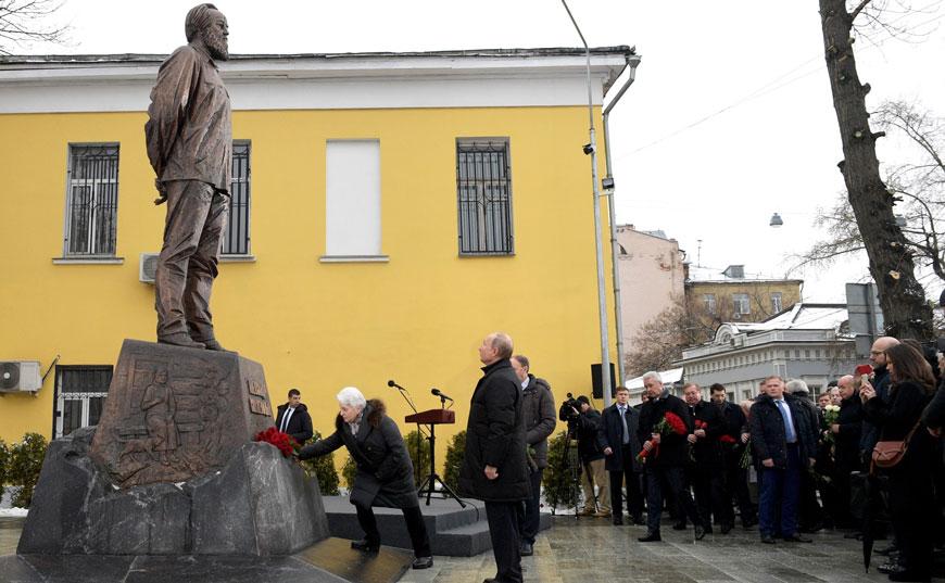 20181211_18-00-Сергей Степашин принял участие в открытии памятника Александру Солженицыну-pic1