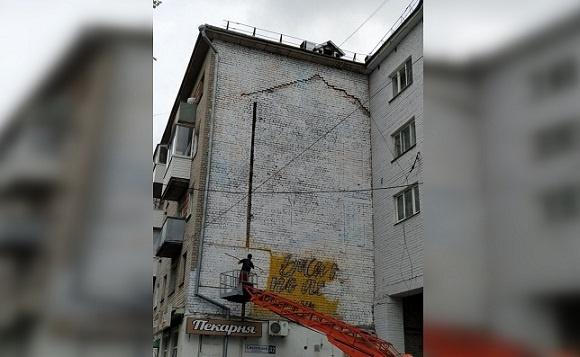 20200704_14-47-В Твери закрасили граффити с Александром Солженициным-pic1