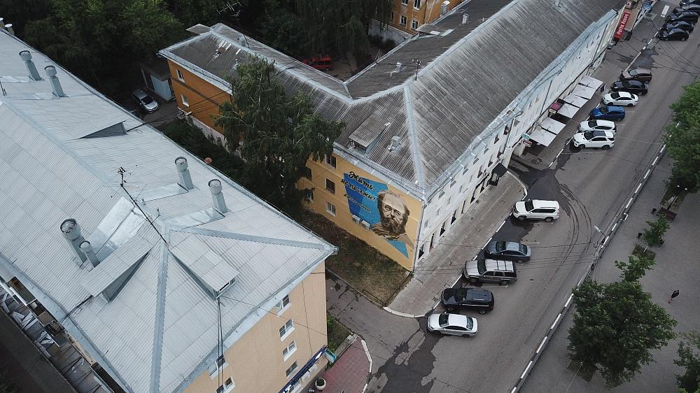 20200711_21-36-В Твери восстановили граффити с изображением писателя и общественного деятеля Александра Солженицына-pic01
