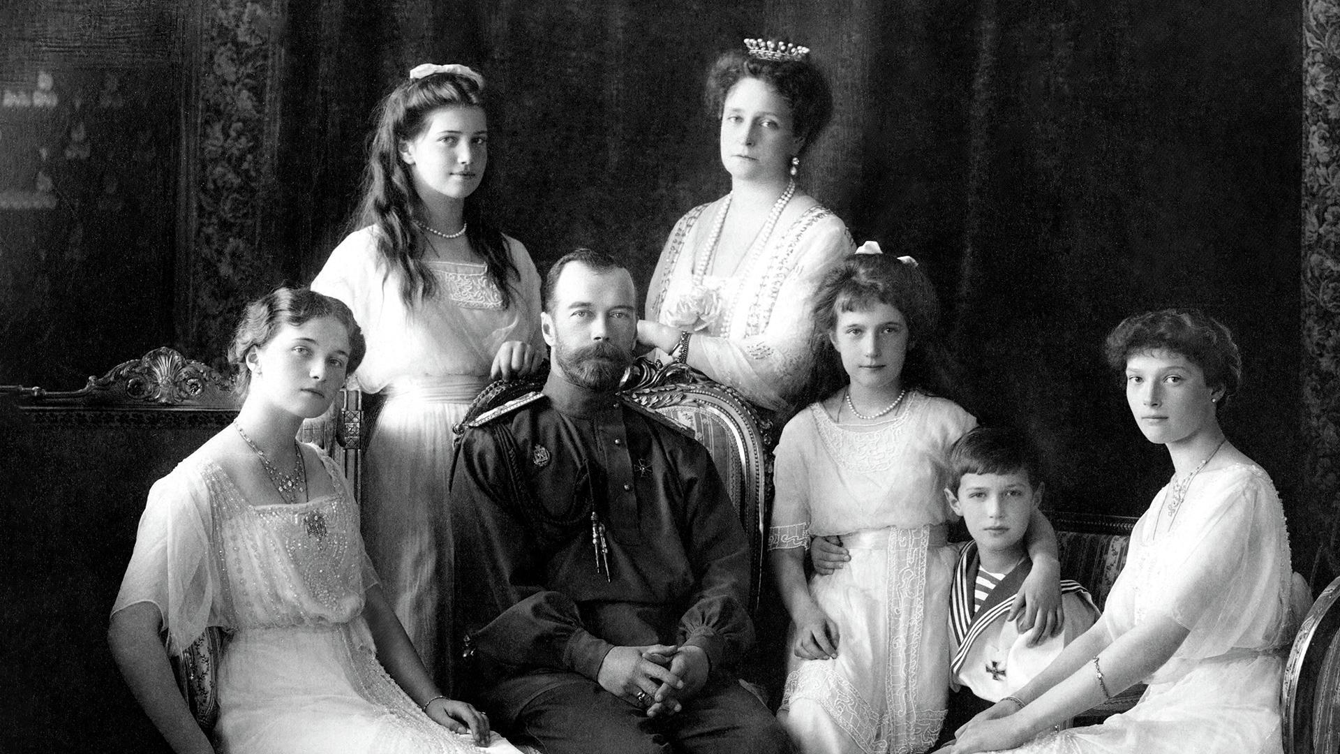 20200717_00-01-«Можно предположить, что есть еще одно или несколько захоронений»-pic01~Russian_Imperial_Family_1913