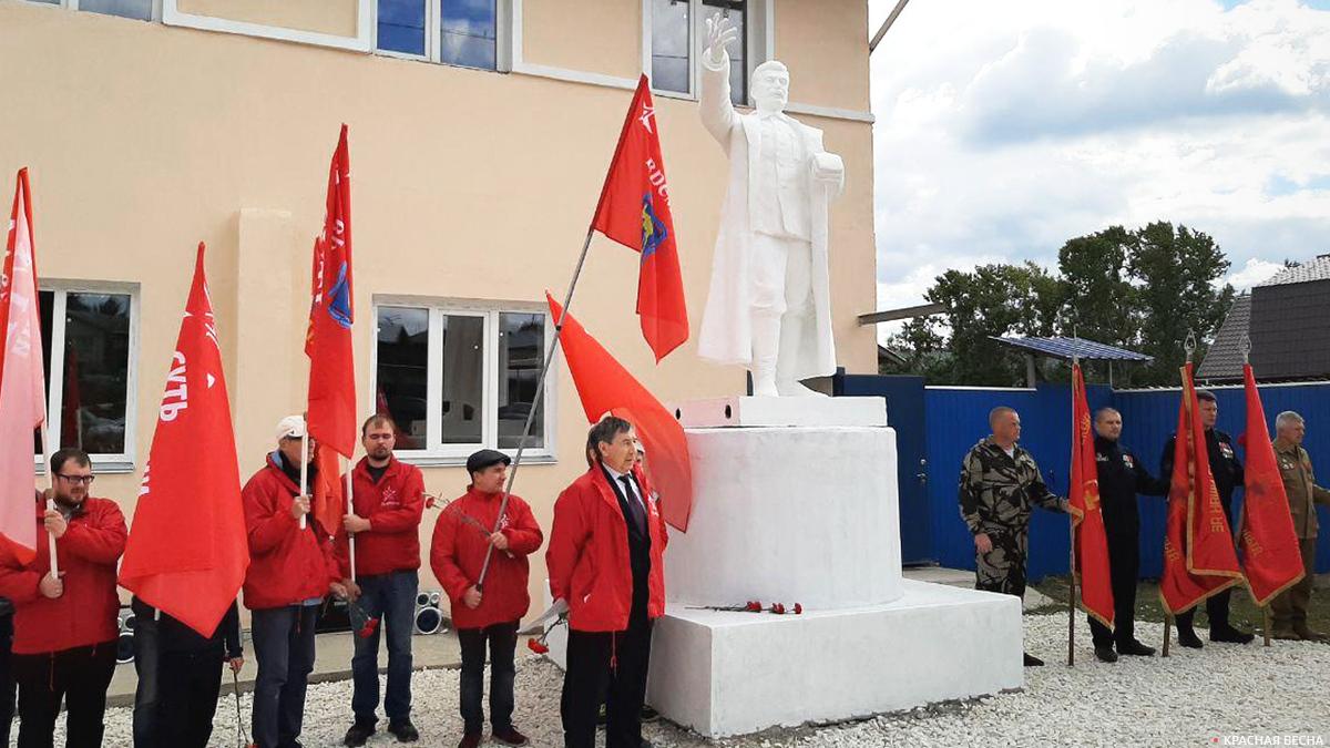 20200906_13-00-Движение «Суть времени» восстановило памятник Сталину на Урале-pic1