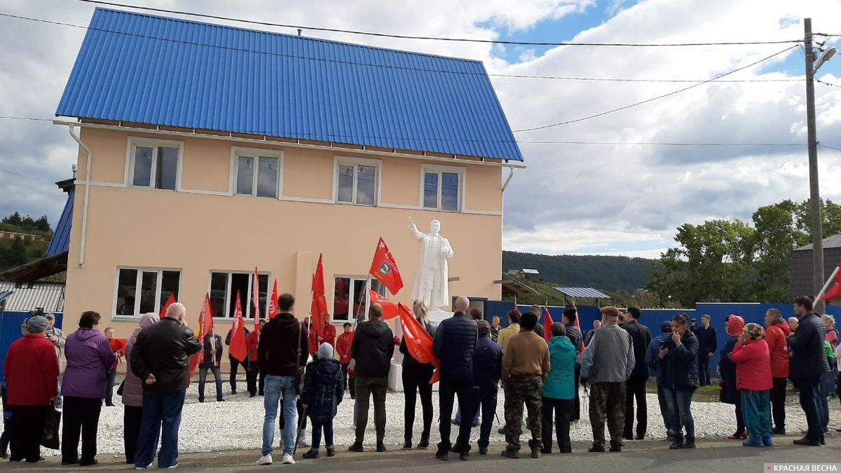 20200906_13-00-Движение «Суть времени» восстановило памятник Сталину на Урале-pic2