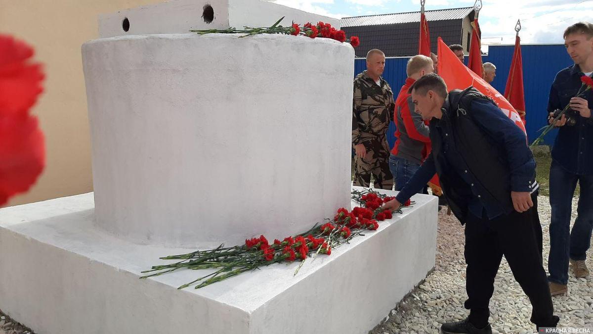 20200906_13-00-Движение «Суть времени» восстановило памятник Сталину на Урале-pic3