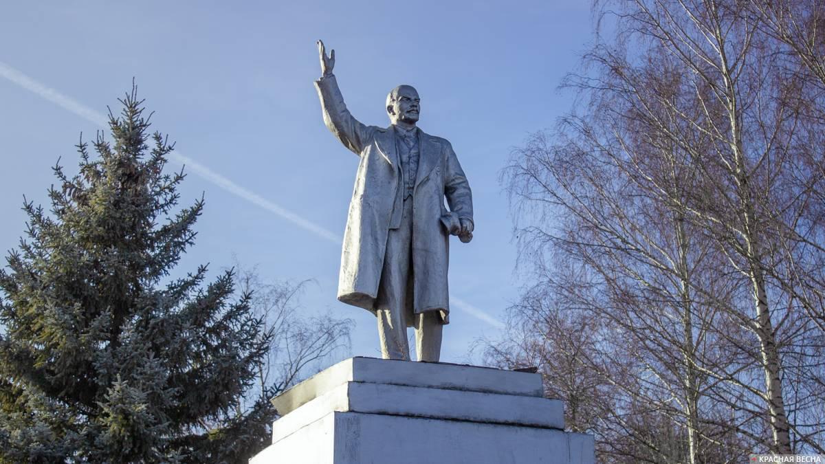 20200906_10-24-На привокзальную площадь Брянска вернули памятник Ленину-pic1