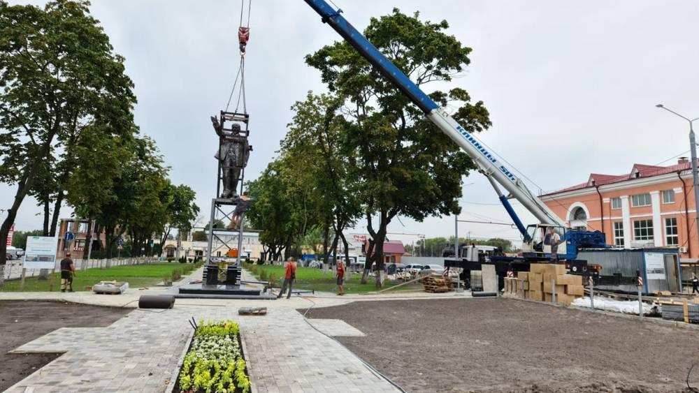 20200904-В Брянске на привокзальной площади установили памятник Ленину-pic1