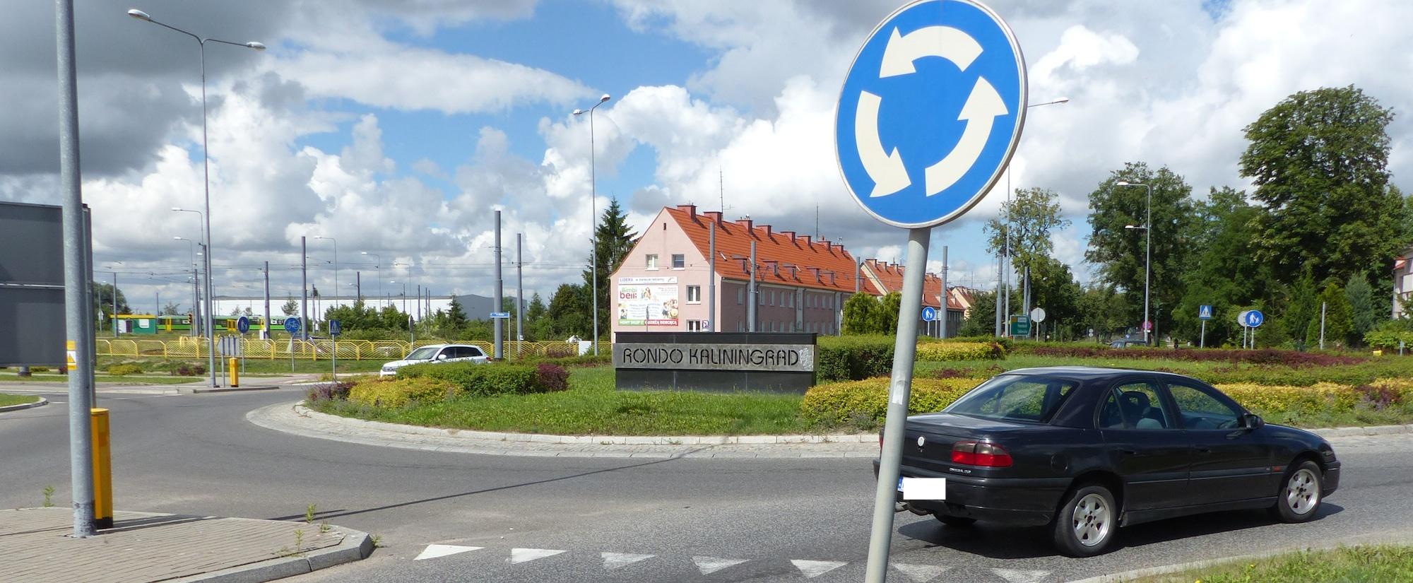 20160720_08-37-Кольцевая развязка в польском Эльблонге под названием Rondo Kaliningrad