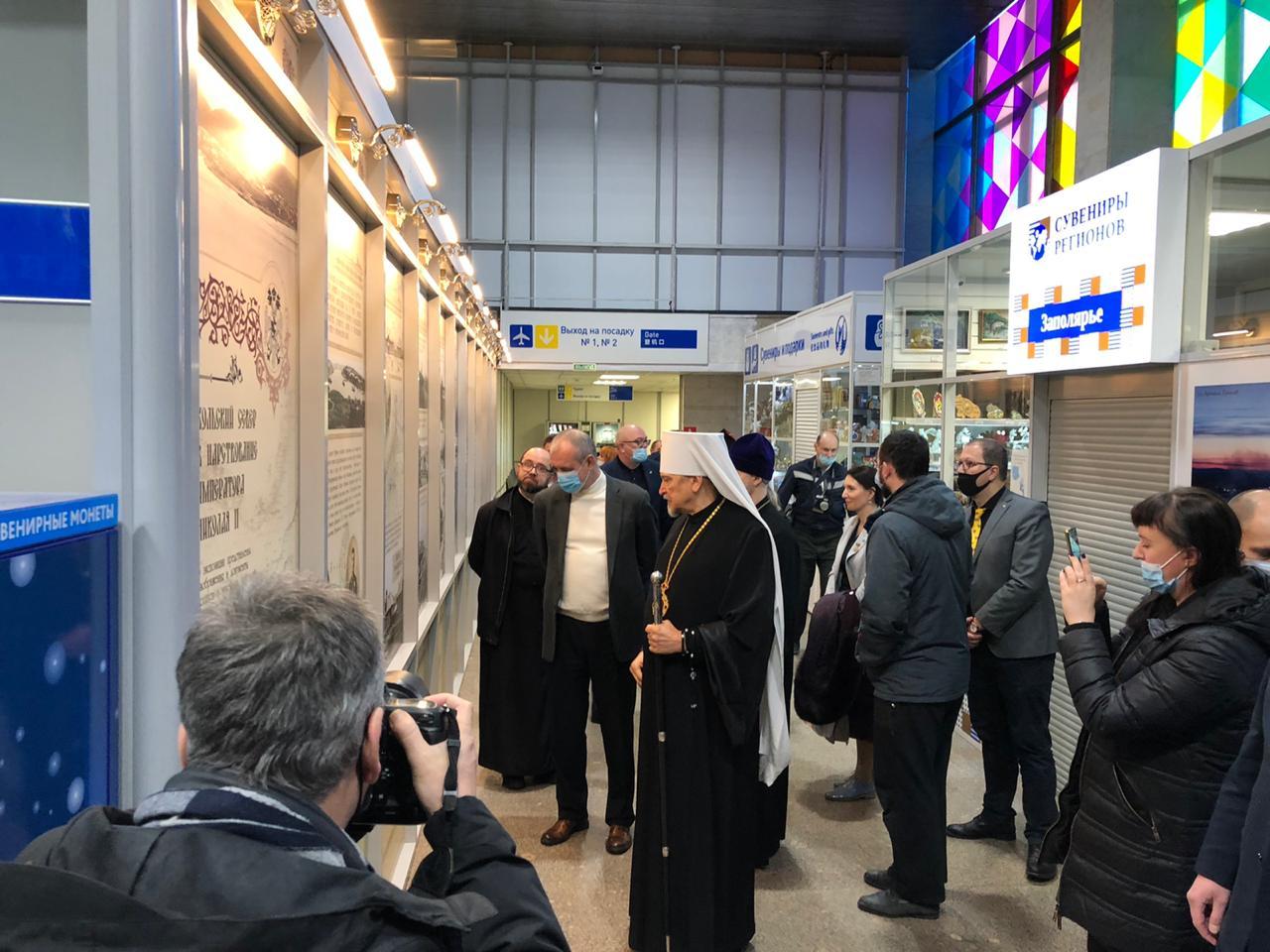 20201121_15-58-В аэропорту Мурманска открылась выставка, посвященная Николаю II-pic4
