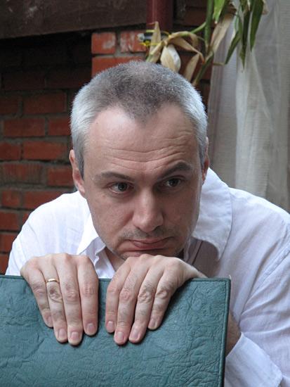 Глеб Морев в клубе Дача на Покровке после вечера Марии Степановой. Москва, 30.06.2010.