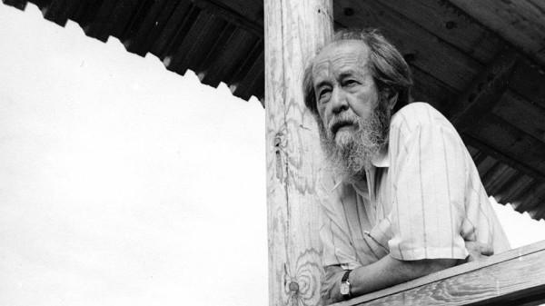20201212_13-00-Актрисы Тверского ТЮЗа прочитали отрывок романа Александра Солженицына в честь его дня рождения-pic1