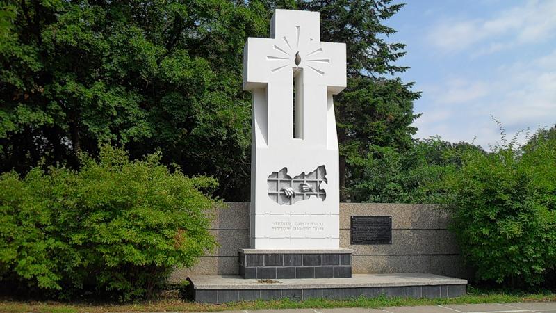 19990615-Состоялось открытие в Ставрополе в районе Холодного родника памятника жертвам политических репрессий-pic1