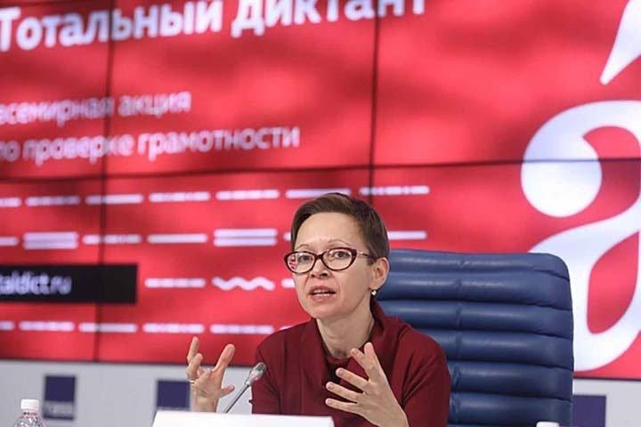 20210330_11-38-Звездным диктатором «Тотального диктанта» в Новосибирске станет Гузель Яхина