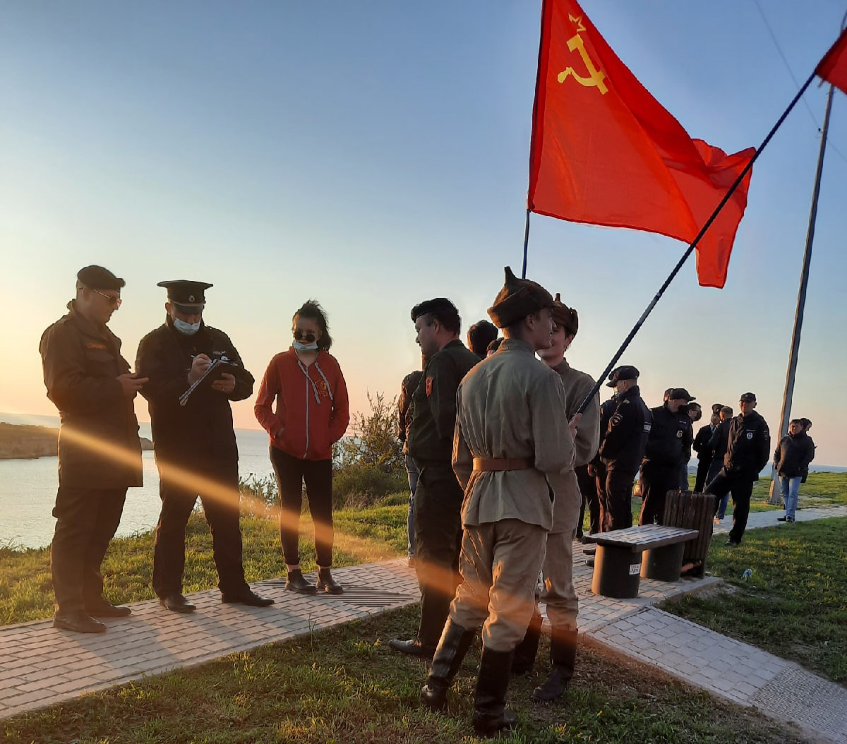 20210424_10-32-Севастопольских комсомольцев не пустили на открытие памятника «Примирения»-pic1