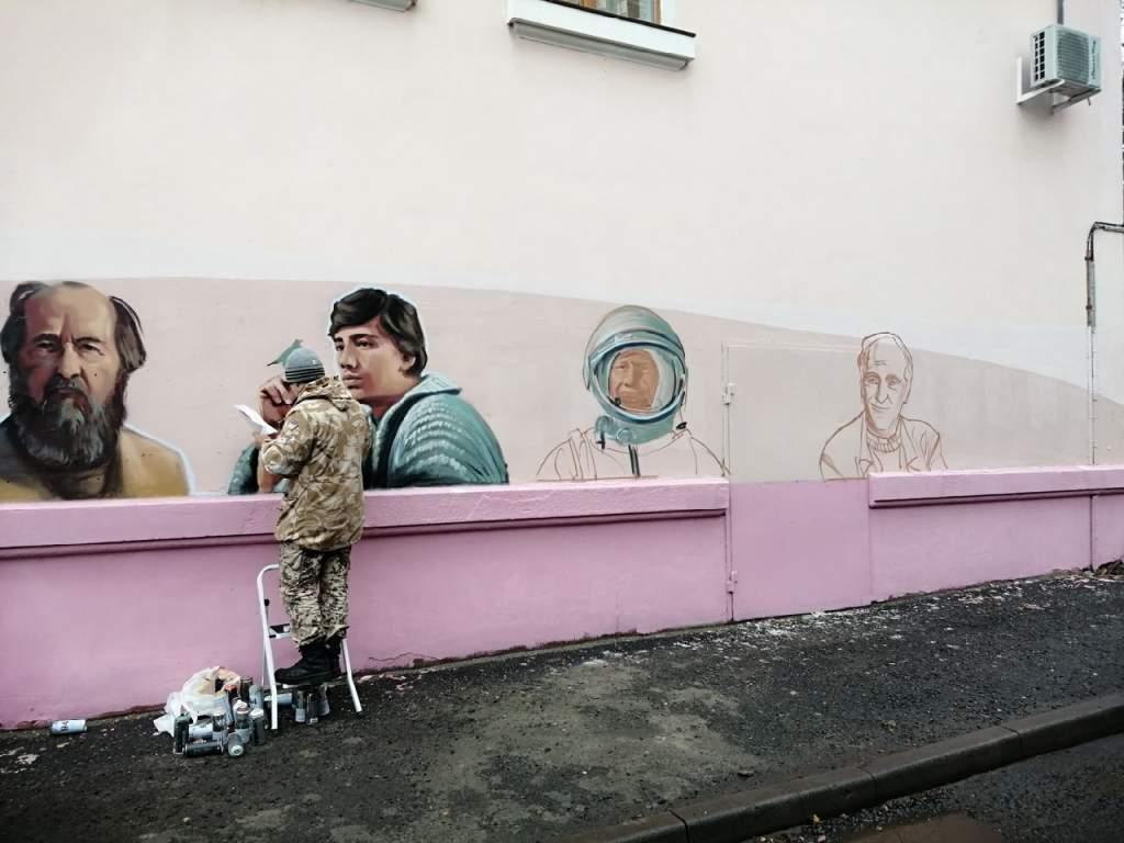 20210428_10-43-В центре Курска восстановили граффити с испорченным портретом Солженицына-pic1