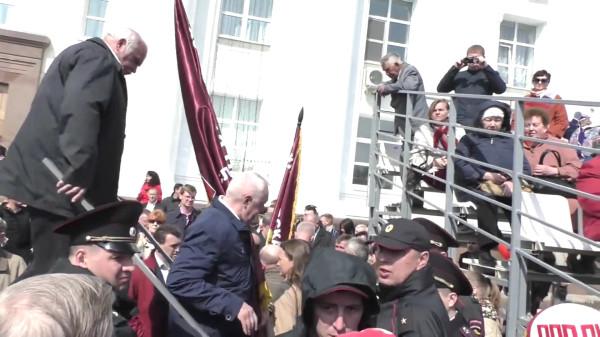«Держать и не пущать» или как ульяновские чиновники протесты против переименования площади В.И. Ленина запрещают-pic2