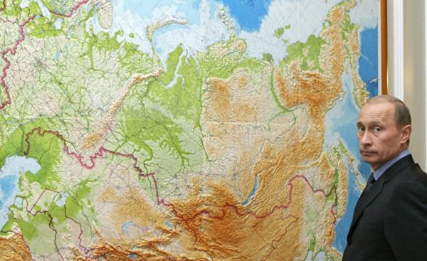 Владимир Путин и карта~Фото ТАСС