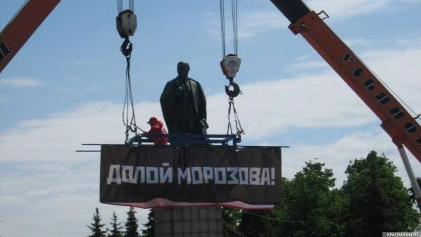 20180525_12-14-Баннер «Долой Морозова!» подвесили над главной площадью Ульяновска