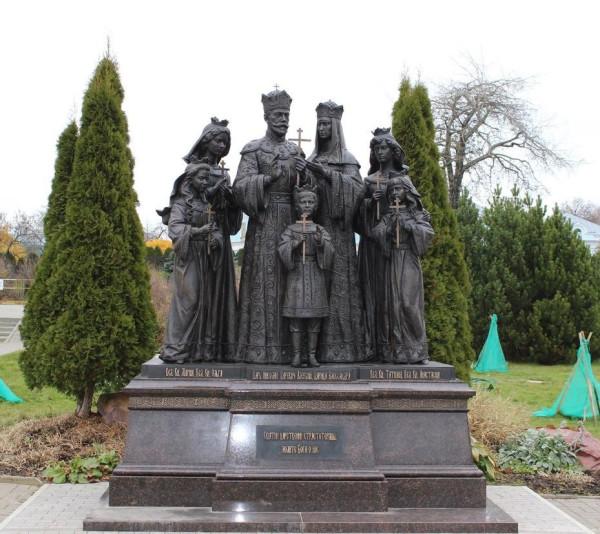 Памятник царской семье в Дивеево