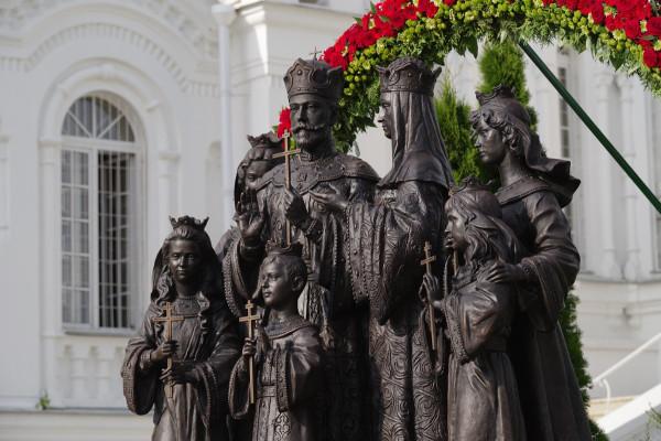 «Суть времени» просит отложить установку памятника царской семье