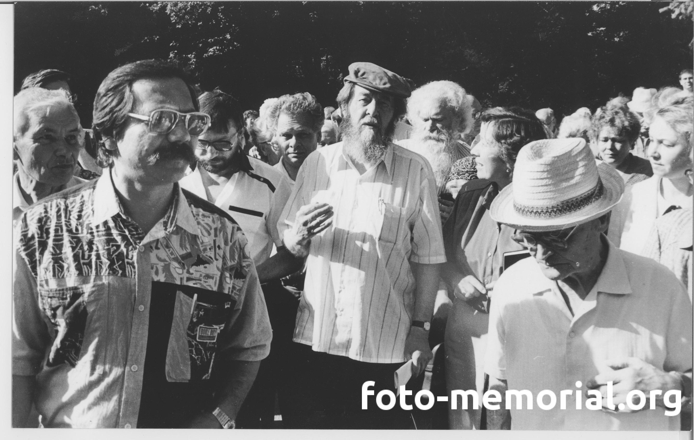 19940626-Члены Томского общества «Мемориал» встречают писателя Александра Солженицына