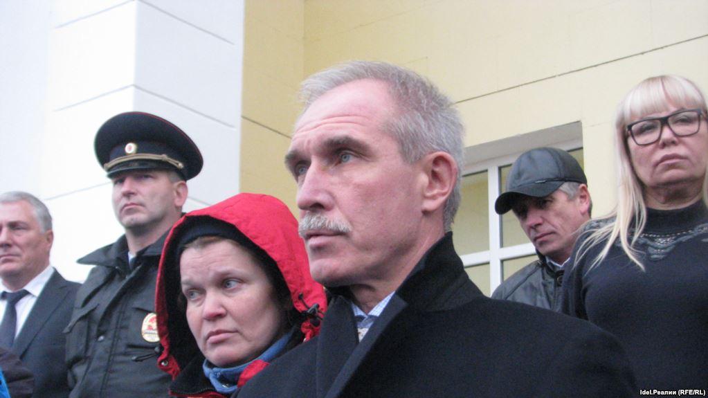 20180817-В Ульяновской области прошли обыски у членов КПРФ по делу о нарисованных губернатору Морозову усах
