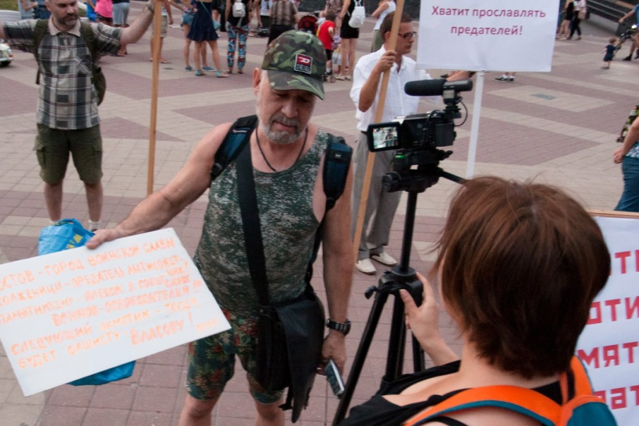 20170908_15-48-Ростовские активисты- «Солженицын в своих произведениях обелял пособников нацистов»