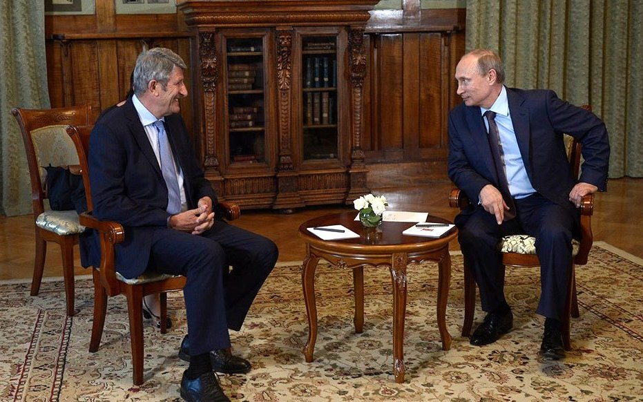 Philippe de Villiers lors d'un entretien avec le président russe, Vladimir Poutine, en août 2014.