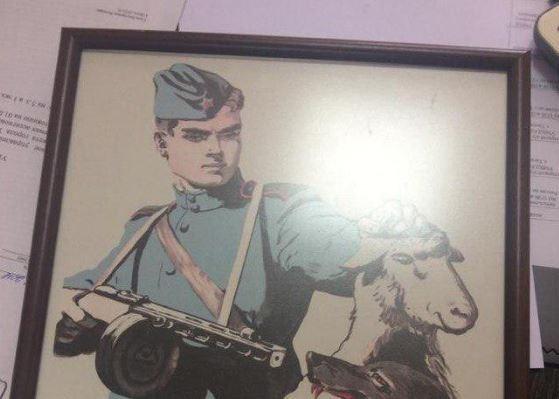 20181003-«Графическое изображение солдата Красной Армии и головы волка»