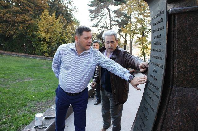 20181019-13-12-В Кисловодске заканчивают оформлять памятник Солженицыну-pic1