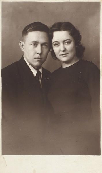 Автограф А. Солженицына на фотографии с первой женой Н. Решетовской-pic1