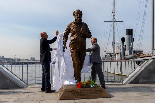 20150905-Памятник Александру Солженицыну открыли во Владивостоке-pic1