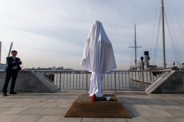 20150905-Памятник Александру Солженицыну открыли во Владивостоке-pic2