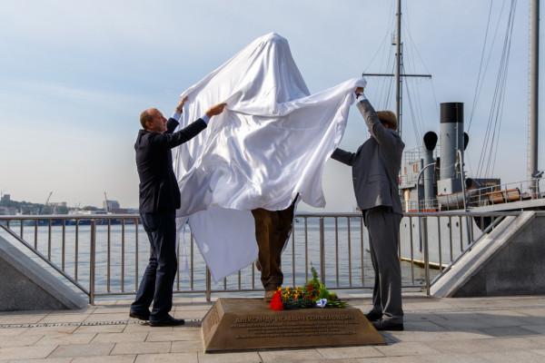 20150905-Памятник Александру Солженицыну открыли во Владивостоке-pic7