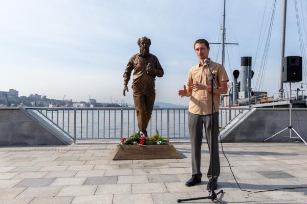 20150905-Памятник Александру Солженицыну открыли во Владивостоке-picE