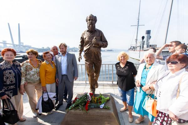 20150905-Памятник Александру Солженицыну открыли во Владивостоке-picF
