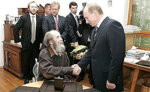 20181109-Солженицын на стене дома в Твери продержался недолго