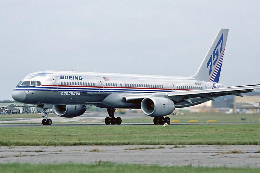 Boeing_757-200_Farnborough_1982_Fitzgerald