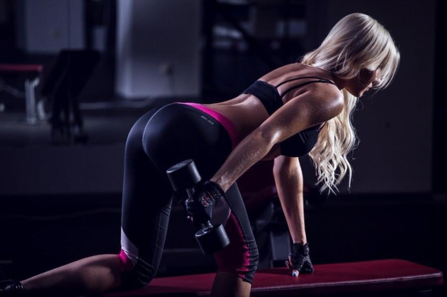 Картинка спортивной блондинки