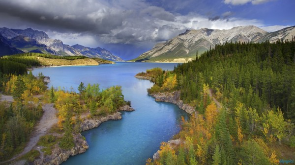 channel of color abraham lake