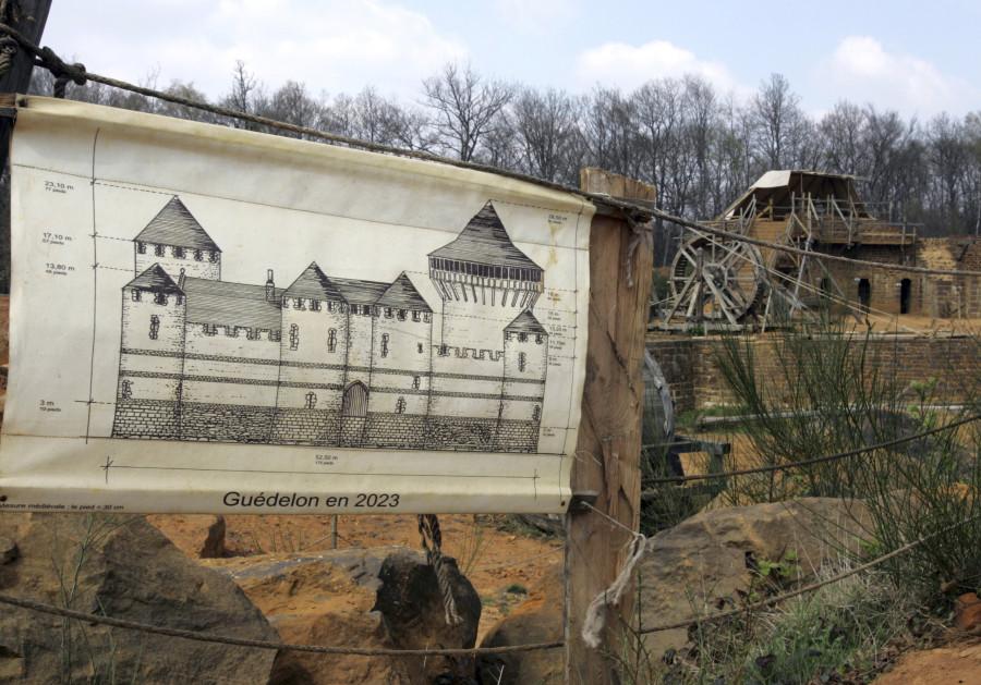 Chateau-de-Guedelon-pixanews-2