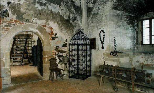 тюрьма-Кршивоклат-–-старинный-готический-замок