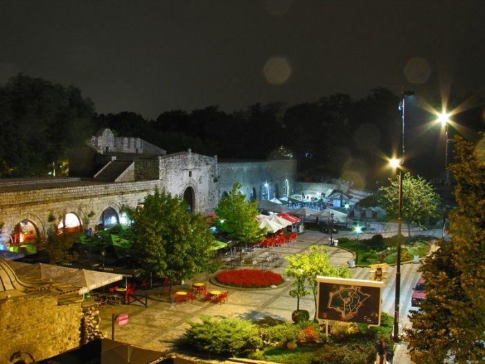 крепость в ночи