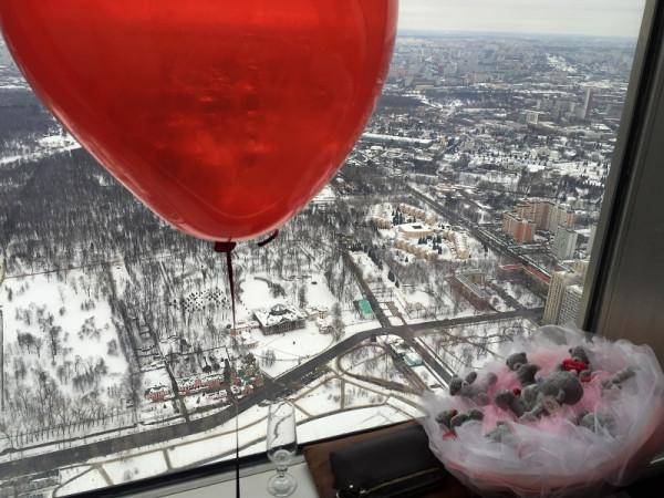 Накануне Валентинова дня на смотровой площадке Останкинской башни