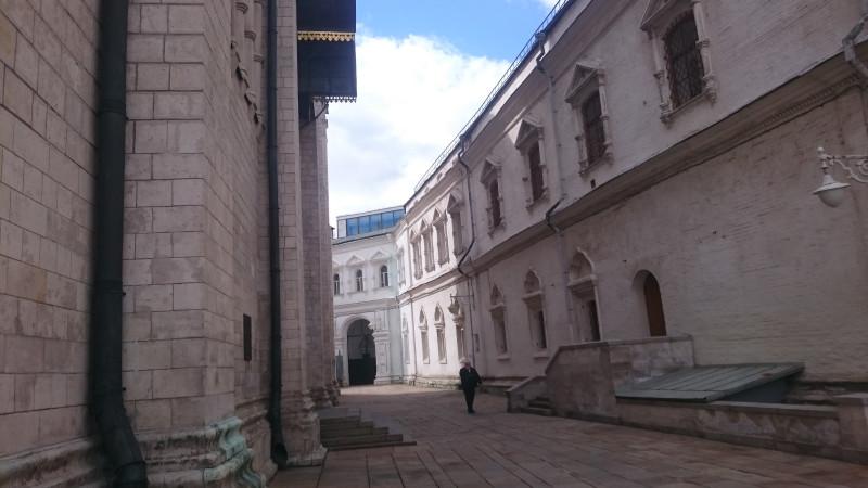 Улочка между Патриаршьими палатами и северной стеной Успенского собора