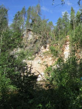 Скала над рекой Карьяла.