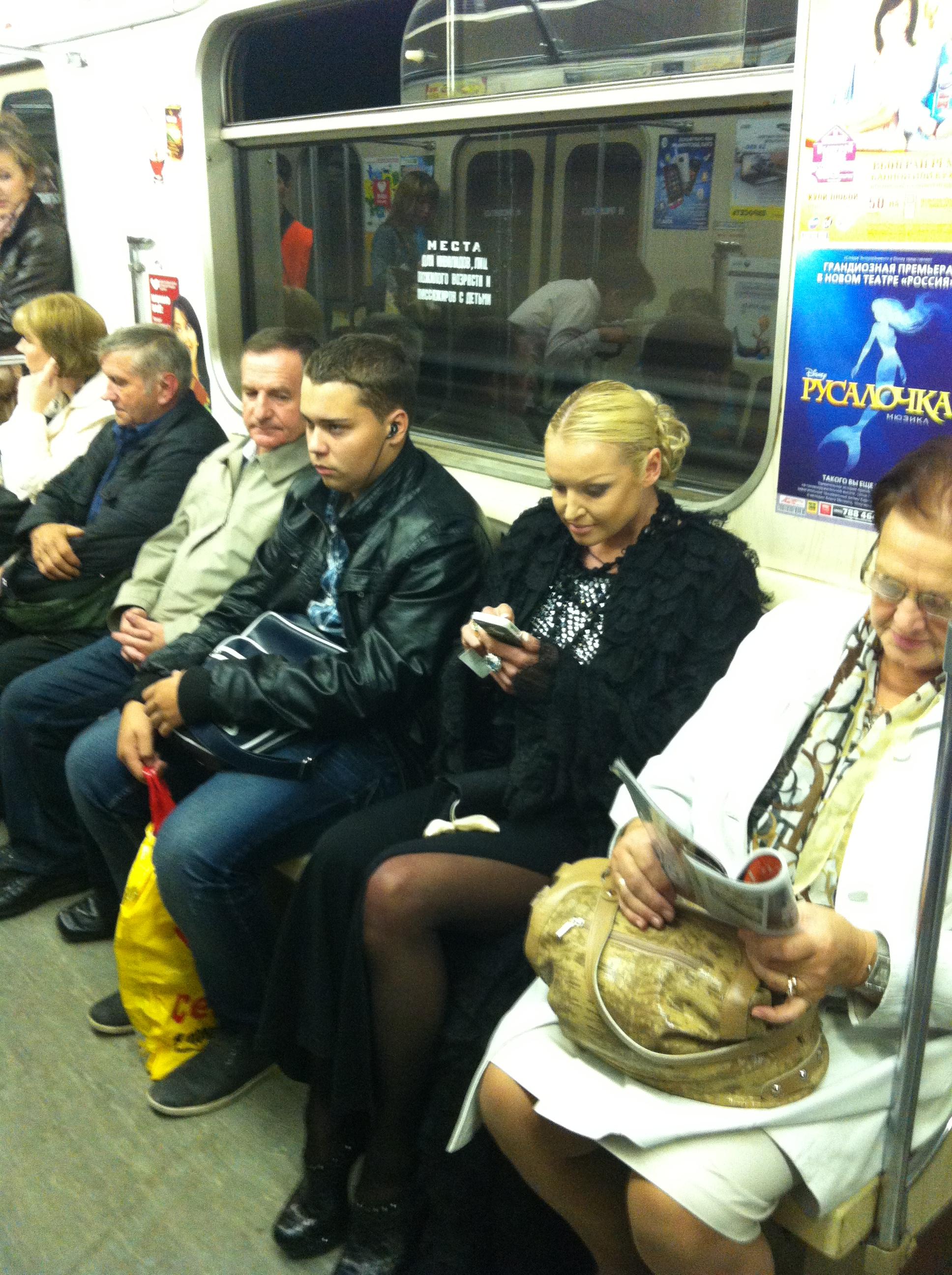 Фото подгляд в метро 2 фотография