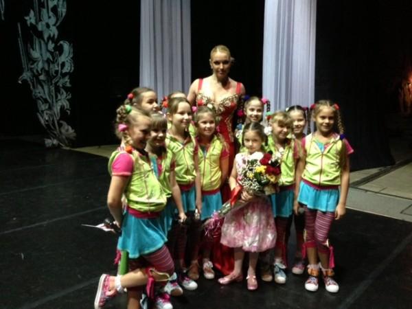 Девочки на сцене