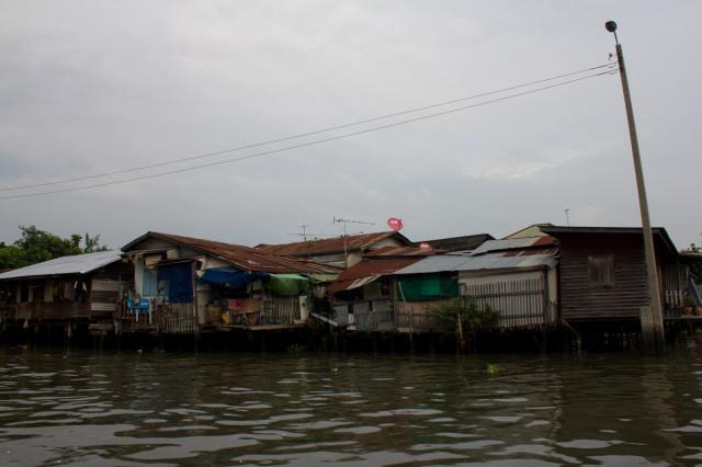 дома на реке
