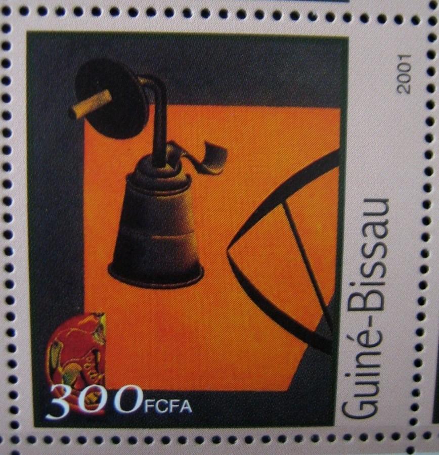 Гвинея-Бисау 2001г., на малом листе «Картины Жоан Миро» номинал марок — 300 fr Mi:GW 1610 изображена картина «Карбидная лампа»