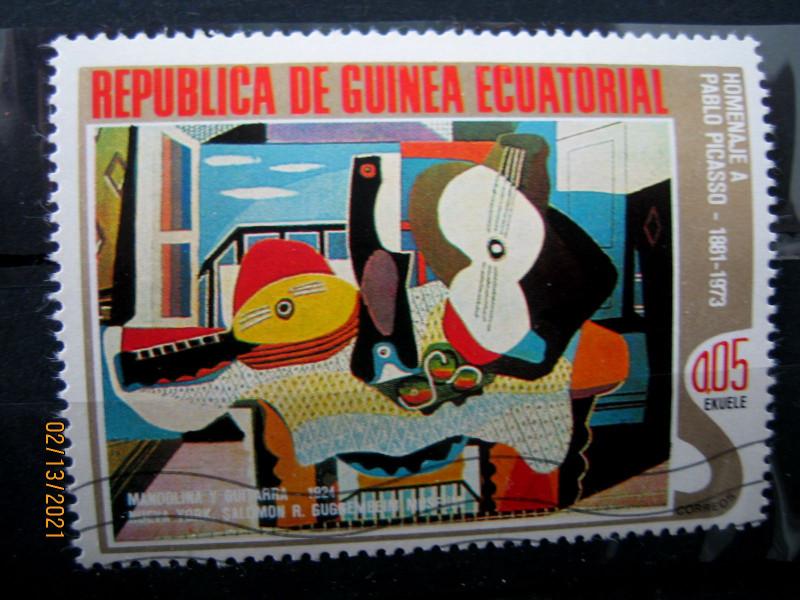 "Марка Экваториальная Гвинея, 27 января 1975, посвященная памяти Пабло Пикассо на марке картина —  ""Мандолина и гитара"", Mi:GQ 514, Sn:GQ 75-01, Yt:GQ 56-A, номинал — 0.05 Equatorial Guinean ekuele"