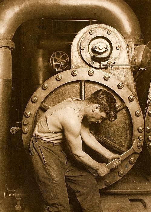 «Механик на электростанции», фотограф Льюис Хайн. США, 1920 год.